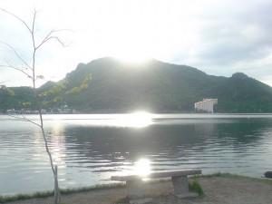 きれいに光る榛名湖