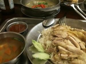 鶏肉のなんちゃらとグリーンカレー。