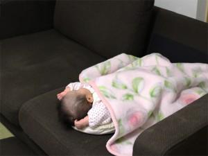 ソファでちょいと寝。